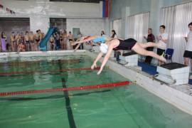 А сильнейшие пловцы в первой школе
