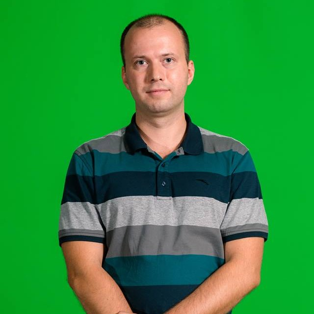 "<span class=""com_name"">Максим Снетков</span></br>Дизайнер"