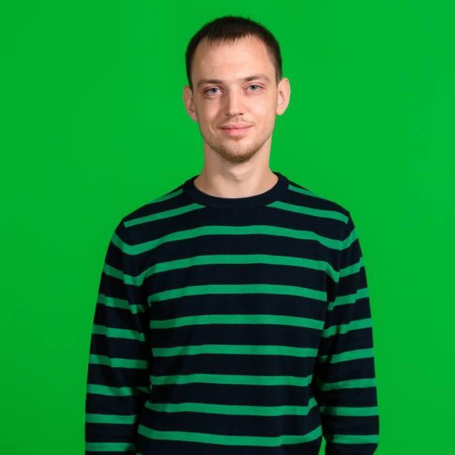 "<span class=""com_name"">Андрей Прессер</span></br>Веб-разработчик"