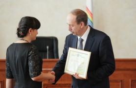 Александр Левинталь вручил награды жителям области (2)
