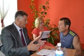 Александр Тлустенко ведет прием граждан в п. Приамурском