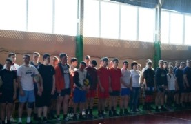 В турнире приняли участие восемь команд