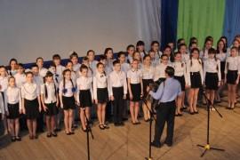 Выступает академический хор СОШ №11 под управлением Анатолия Баркова