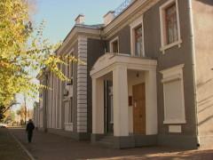 Здание библиотеки, где открыта выставка