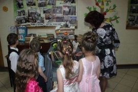 Книго-человека создали к профессиональному празднику в ЦДиЮКе (8)