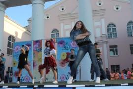 Шоу-группа  парила и летала над сценой (1)