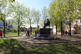 СОБЫТИЕ - Горожане собирались возле памятника