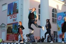 СОБЫТИЕ - Шоу-группа  парила и летала над сценой (4)