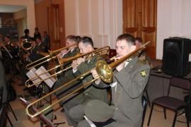 Знакомиться с выставками помогал экстрадно-духовой оркестр (1)