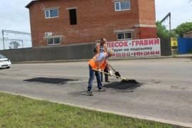 Ямочный ремонт возобновился в Биробиджане после продолжительных дождей (1)