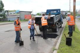 Ямочный ремонт возобновился в Биробиджане после продолжительных дождей (14)