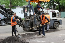 Ямочный ремонт возобновился в Биробиджане после продолжительных дождей (22)