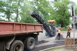Ямочный ремонт возобновился в Биробиджане после продолжительных дождей (23)