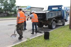 Ямочный ремонт возобновился в Биробиджане после продолжительных дождей (3)