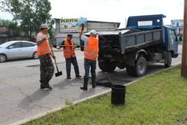 Ямочный ремонт возобновился в Биробиджане после продолжительных дождей (4)