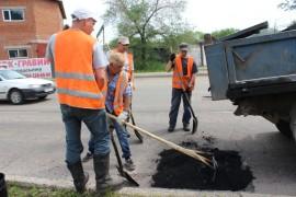 Ямочный ремонт возобновился в Биробиджане после продолжительных дождей (7)
