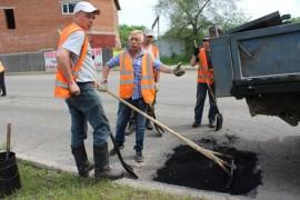 Ямочный ремонт возобновился в Биробиджане после продолжительных дождей (8)