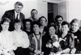 Одноклассники Гершкович В. со своим классным руководителем. Внизу-З