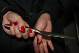 Ранее судимая взялась за нож