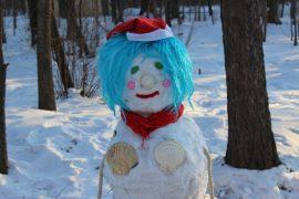 snegoviki-ukrasili-park-kulturyi-i-otdyiha-11