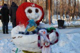 snegoviki-ukrasili-park-kulturyi-i-otdyiha-13