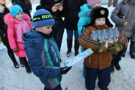snegoviki-ukrasili-park-kulturyi-i-otdyiha-22