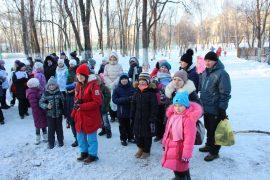 snegoviki-ukrasili-park-kulturyi-i-otdyiha-27