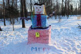snegoviki-ukrasili-park-kulturyi-i-otdyiha-5