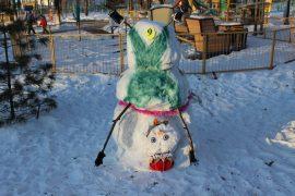 snegoviki-ukrasili-park-kulturyi-i-otdyiha-6