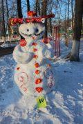 snegoviki-ukrasili-park-kulturyi-i-otdyiha-7