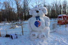 snegoviki-ukrasili-park-kulturyi-i-otdyiha-9