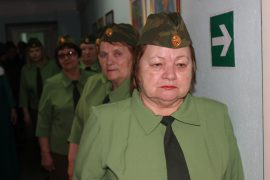 tri-pokoleniya-otmetili-den-zashhitnika-otechestva-v-dome-veteranov-11