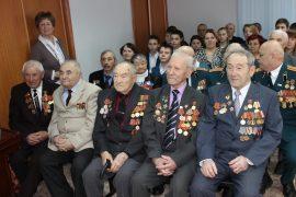tri-pokoleniya-otmetili-den-zashhitnika-otechestva-v-dome-veteranov