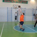 na-shkolnyih-kanikulah-pedagogi-birobidzhana-igrayut-v-maloformatnyiy-voleybol-1