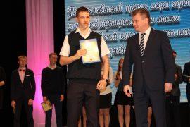 torzhestvennyiy-priem-olimpiadnikov-ustroil-mer-birobidzhana-10
