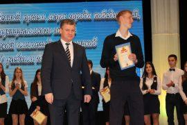 torzhestvennyiy-priem-olimpiadnikov-ustroil-mer-birobidzhana-12