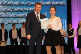 torzhestvennyiy-priem-olimpiadnikov-ustroil-mer-birobidzhana-25
