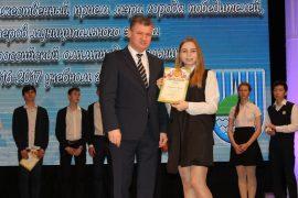 torzhestvennyiy-priem-olimpiadnikov-ustroil-mer-birobidzhana-31