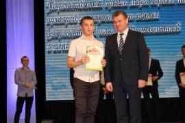 torzhestvennyiy-priem-olimpiadnikov-ustroil-mer-birobidzhana-37