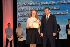 torzhestvennyiy-priem-olimpiadnikov-ustroil-mer-birobidzhana-38