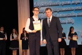 torzhestvennyiy-priem-olimpiadnikov-ustroil-mer-birobidzhana-54