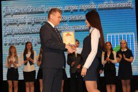 torzhestvennyiy-priem-olimpiadnikov-ustroil-mer-birobidzhana-6