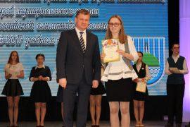 torzhestvennyiy-priem-olimpiadnikov-ustroil-mer-birobidzhana-64