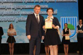 torzhestvennyiy-priem-olimpiadnikov-ustroil-mer-birobidzhana-66