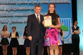 torzhestvennyiy-priem-olimpiadnikov-ustroil-mer-birobidzhana-68