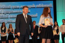 torzhestvennyiy-priem-olimpiadnikov-ustroil-mer-birobidzhana-7