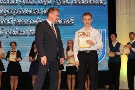 torzhestvennyiy-priem-olimpiadnikov-ustroil-mer-birobidzhana-71