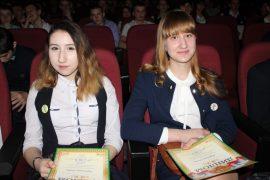 torzhestvennyiy-priem-olimpiadnikov-ustroil-mer-birobidzhana-79