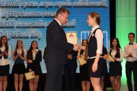 torzhestvennyiy-priem-olimpiadnikov-ustroil-mer-birobidzhana-8