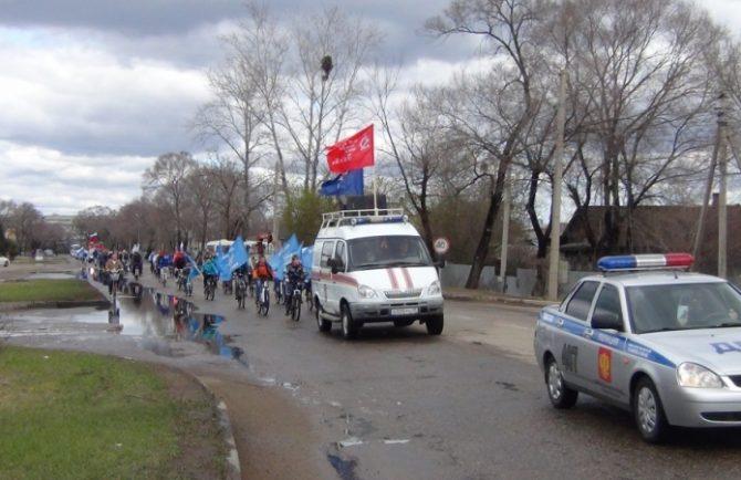 Велопробег в честь Дня Победы и Дня пожарной охране совершили спасатели Биробиджана